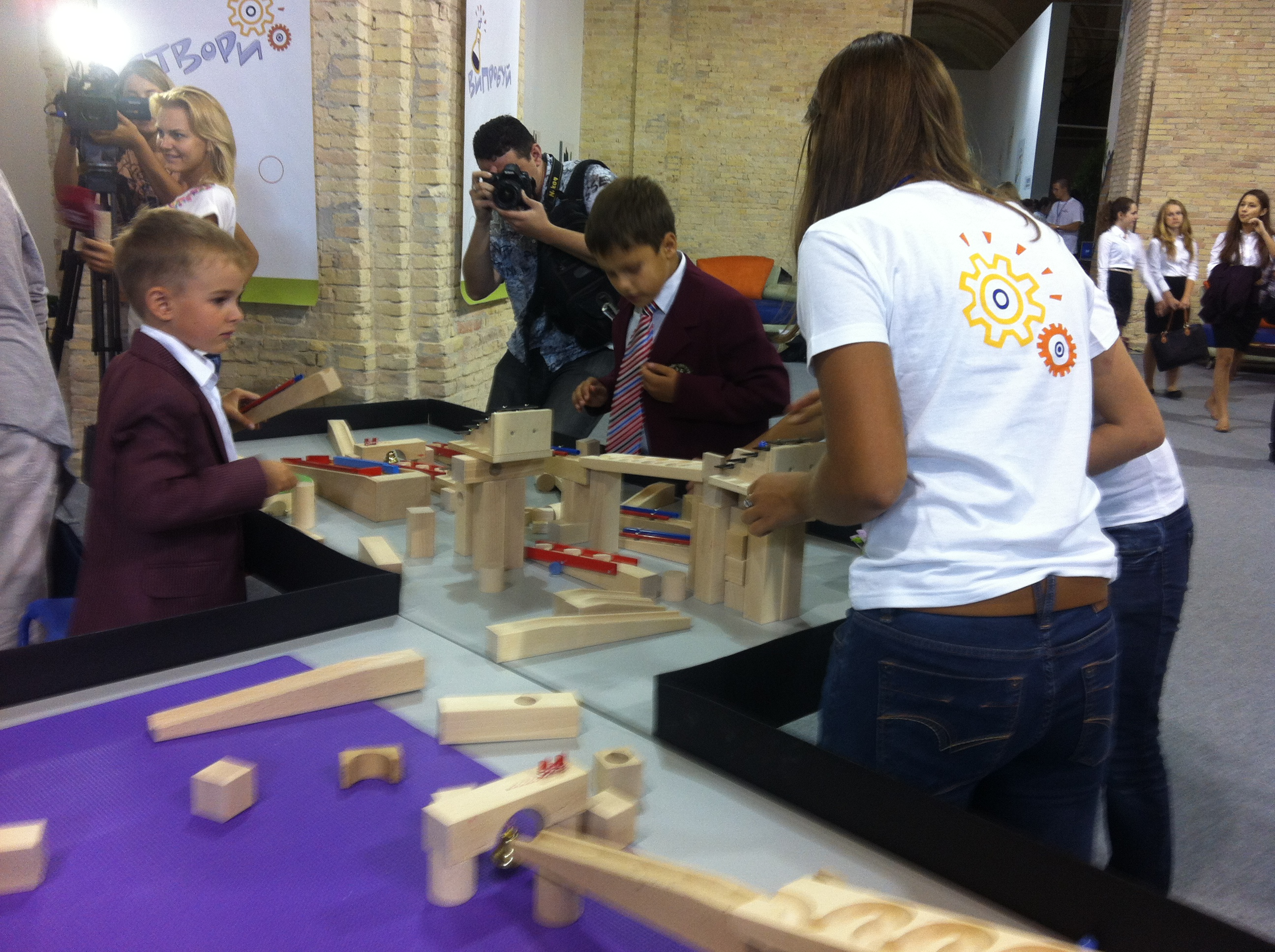 A volunteer facilitates a Spark!Lab activity in Ukraine.