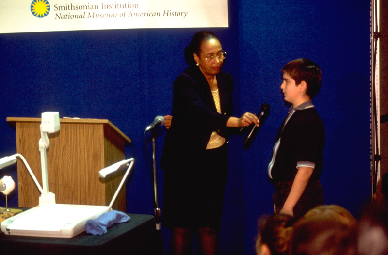 Image of Patricia Bath with student